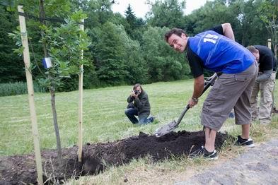 20090413 Sadzenie drzewek 01 Enduro 2008