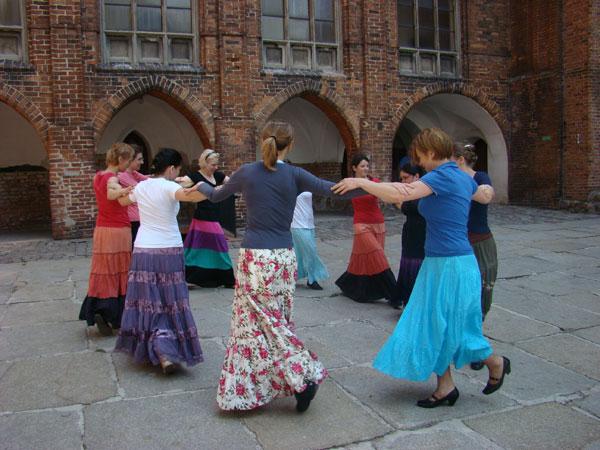 20110215 warsztaty etniczne tancow
