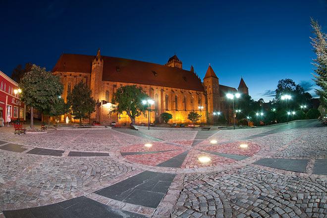 20110225 Kwidzyn Plac JPII noca
