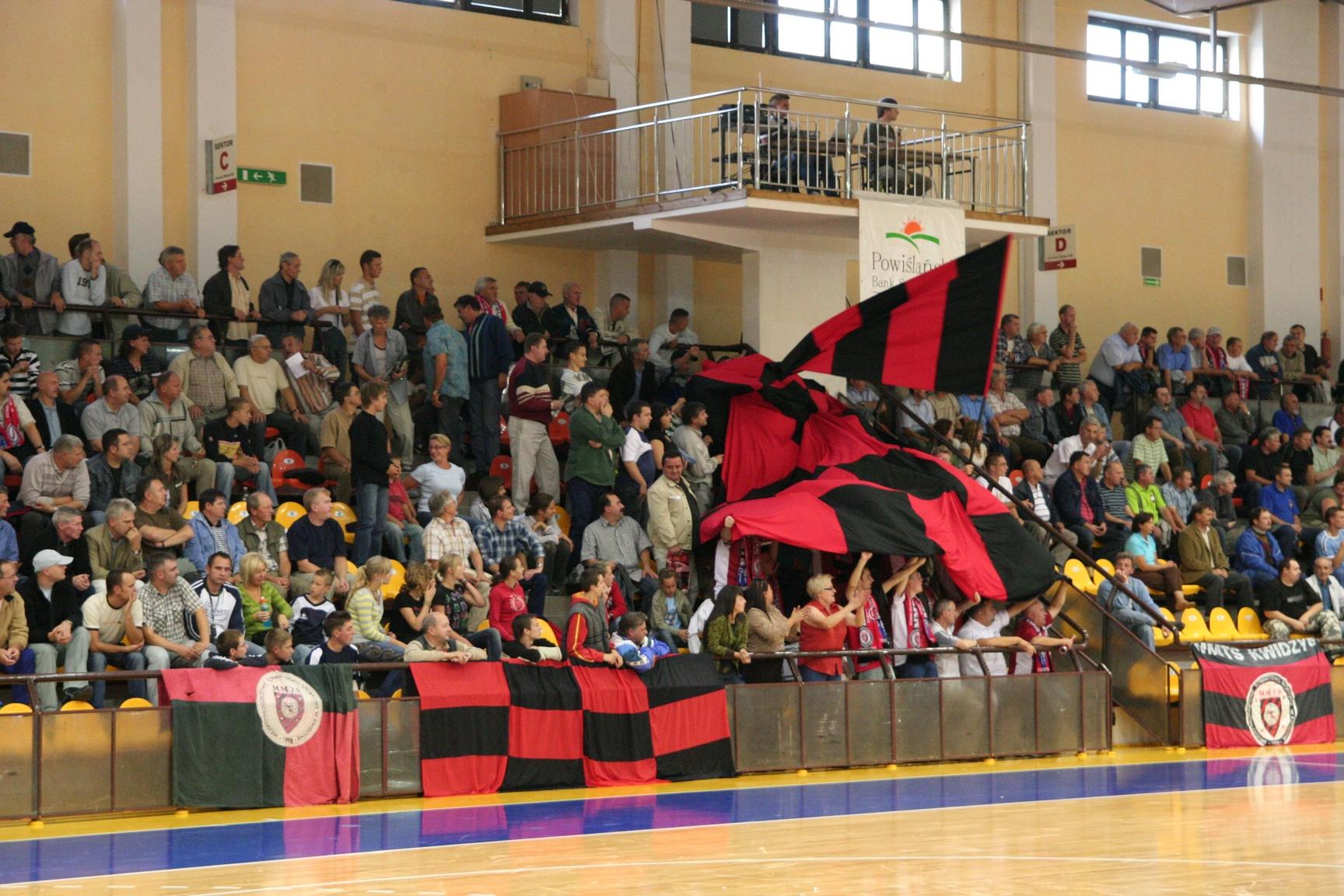 20120509 mmts trybuny i flaga