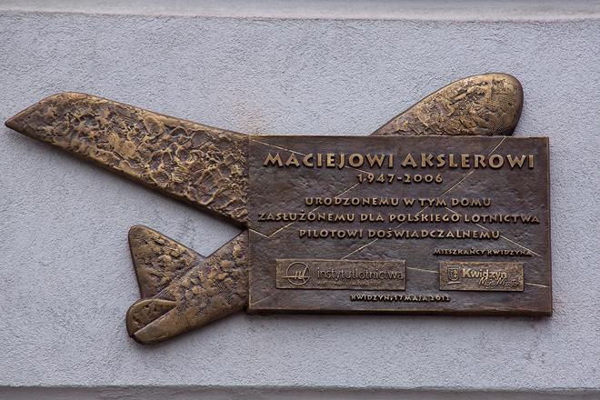 20120524 Tablica Macieja Akslera