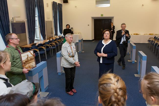 30 10 2013- -Harcerze z wizyta u Pierwszej-Damy-Anny-Komorowskiej-foto02