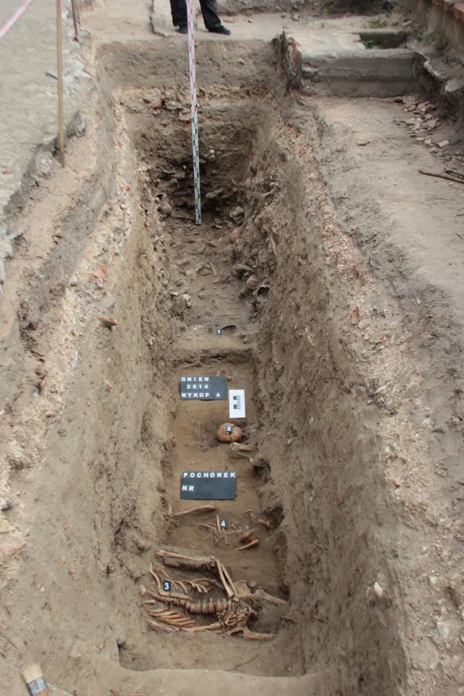 23 07 2014 Gniew pochowki na najstarszej czesci cmentarza przykoscielnego