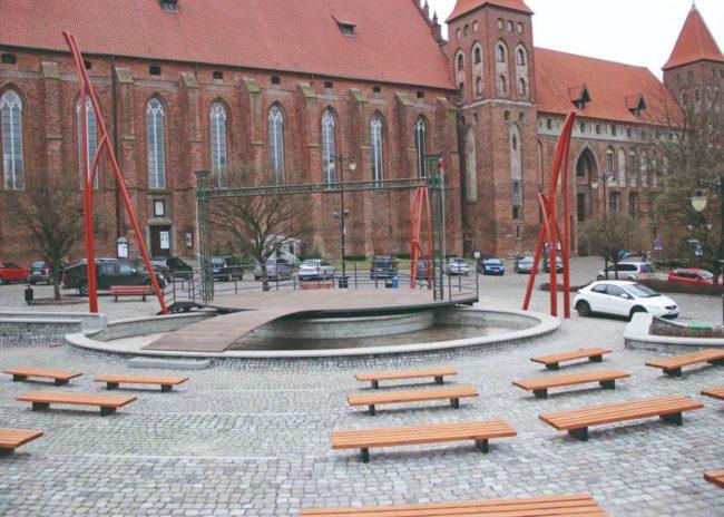 Scena na Placu Jana Pawła II