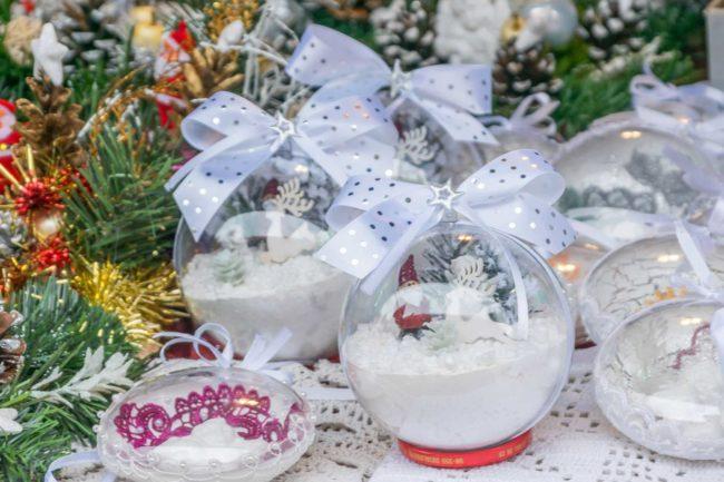 Świąteczny ozdoby na stoisku