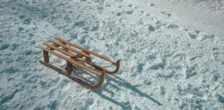 Sanki na śniegu
