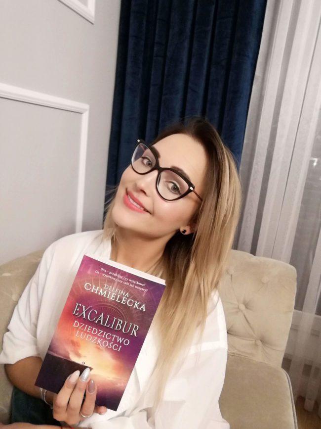 Delfina Chmielecka ze swoją książką