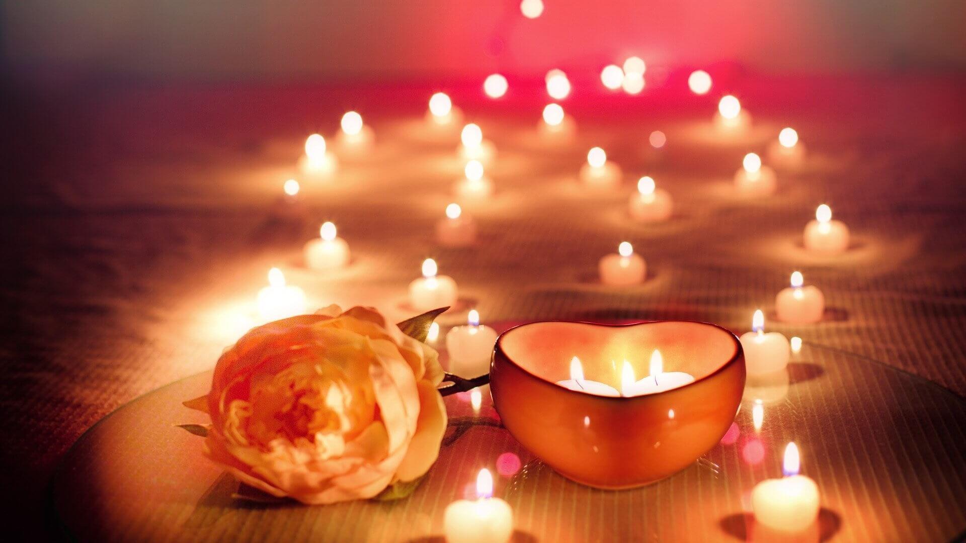 Zdjęcie walentynkowe z różą i świeczkami