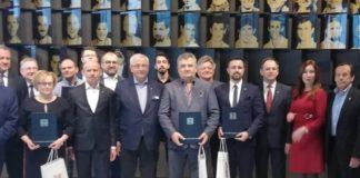 Zdjęcie grupowe przedstawicieli klubów