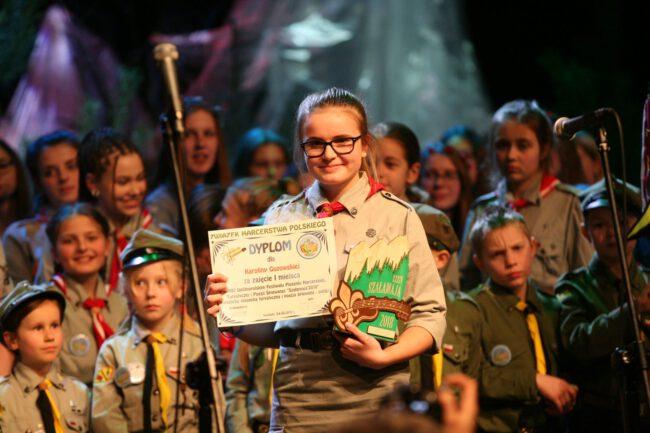 Karolina Guzowska z dyplomem