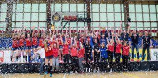 Zespół MTS Kwidzyn świętujący zwycięstwo