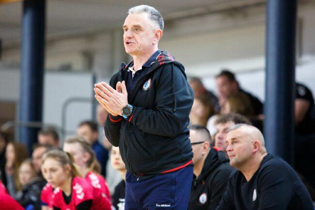 Trener zespołu MTS Kwidzyn Robert Majdziński
