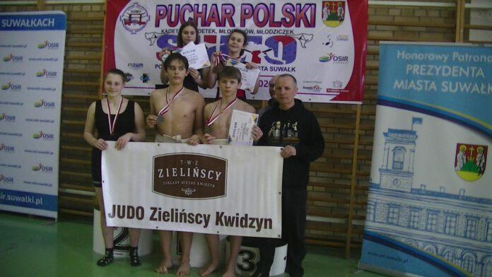 Zespół JUDO Zielińscy Kwidzyn z trenerem Tomaszem Wiśniewskim